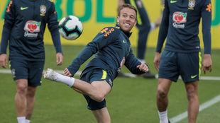Arthur, en un entrenamiento de la Selección. AFP