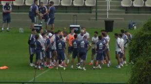 Intensa charla entre Scaloni y Messi con el plantel de Argentina