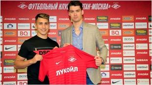 Ezequiel Ponce posa con la camiseta del Spartak de Moscú.