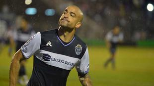Santiago Silva.