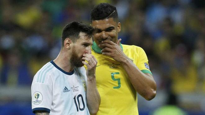 Messi y Casemiro, durante el Argentina-Brasil de la Copa América