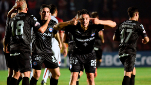 Romero le dio el triunfo a Argentinos en Santa FE