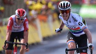 El sudafricano Daryl Impey gana la novena etapa del Tour de France...