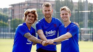 Griezmann, Neto y De Jong, en el primer entrenamiento de la temporada.