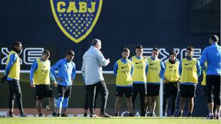Gustavo Alfaro prepara el partido ante Athletico Paranaense