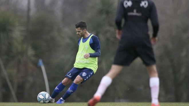 Fernando Gago se reencuentra con la pelota