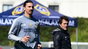 El DT busca competencia para Zlatan.
