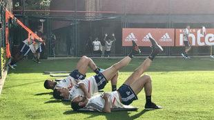Dani Alves y Juanfran aceleran su puesta a punto