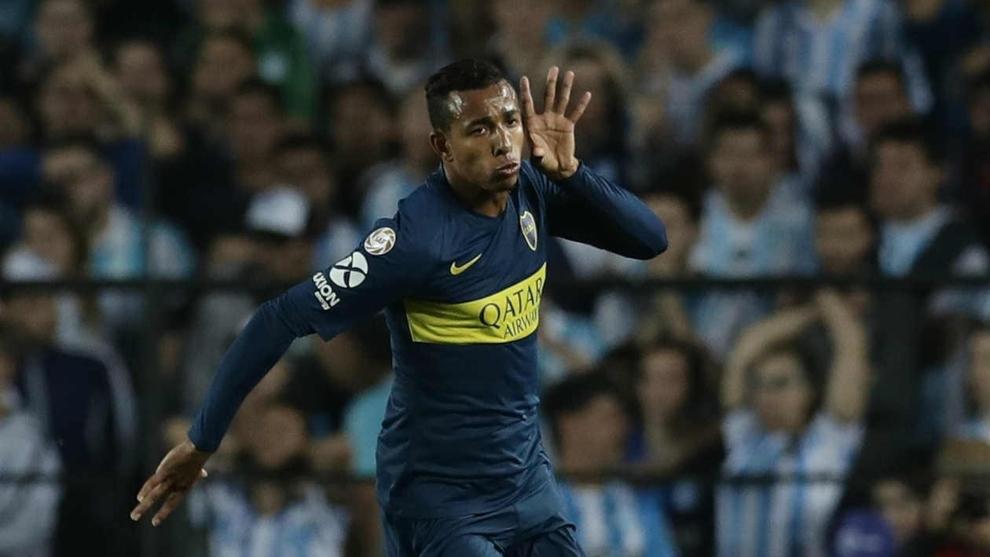 Villa renovó su contrato con Boca