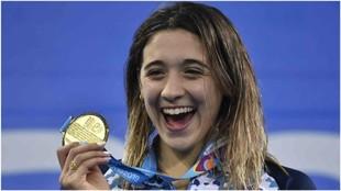 Delfina Pignatiello, con la medalla de Oro lograda en los Juegos...