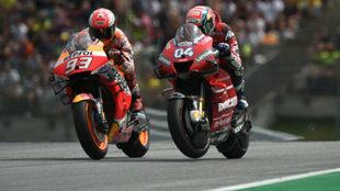 Dovizioso gana a Márquez en la última curva