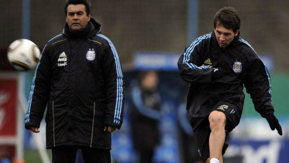 Messi y 'Tata' Brown, juntos en un entrenamiento de la Selección...