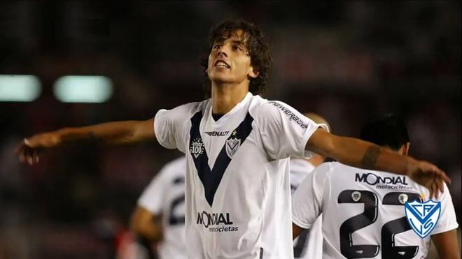 Vélez recibe dinero por Ricky Álvarez tras un pedido a FIFA