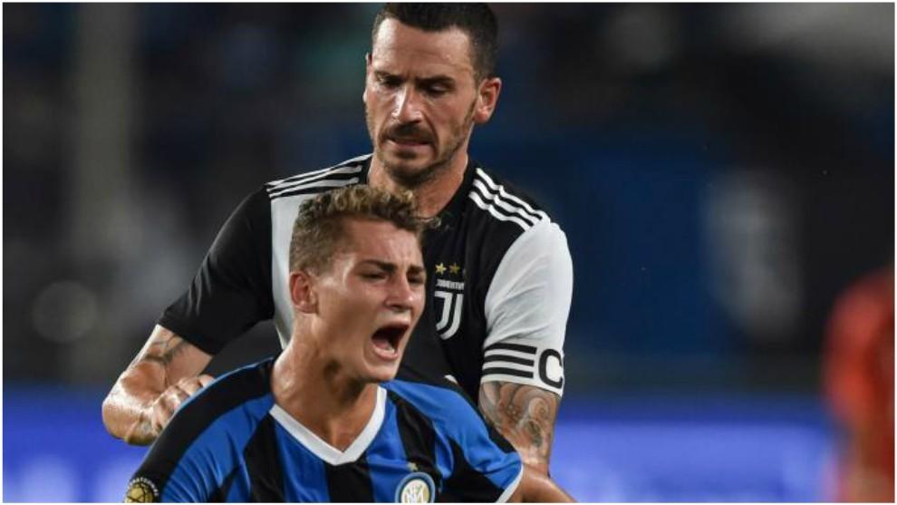 Esposito, en un partido del Inter contra la Juventus en pretemporada.