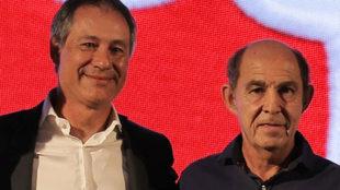 Ariel Holan y Ricardo Bochini.