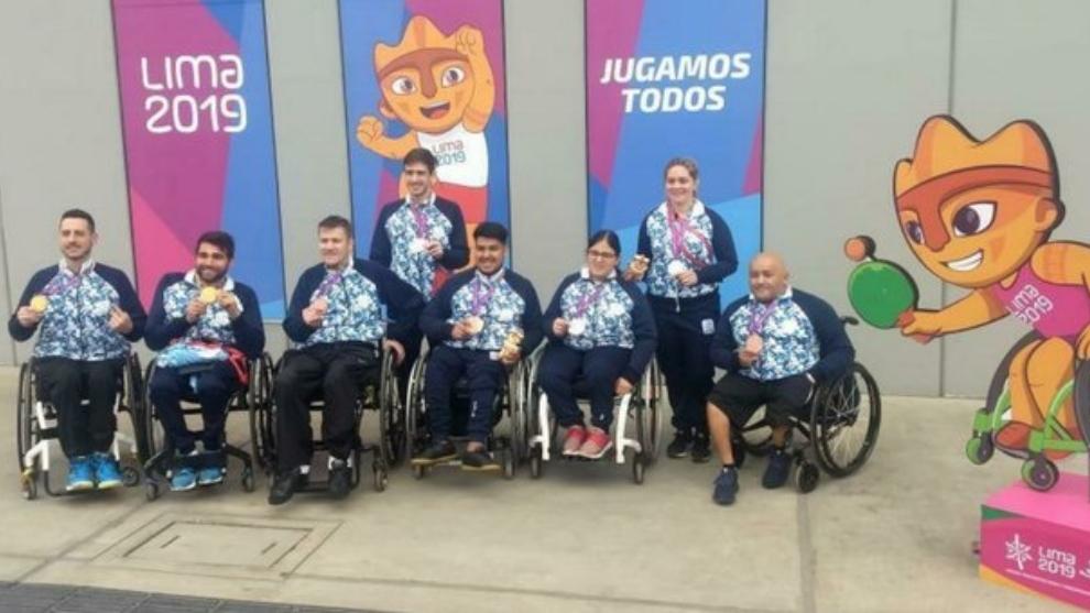 Los atletas argentinos con sus respectivas medallas