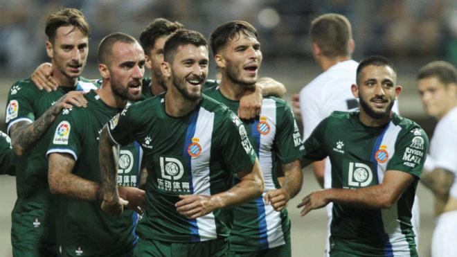 Ferreyra y Vargas festejan la clasificación del Espanyol.