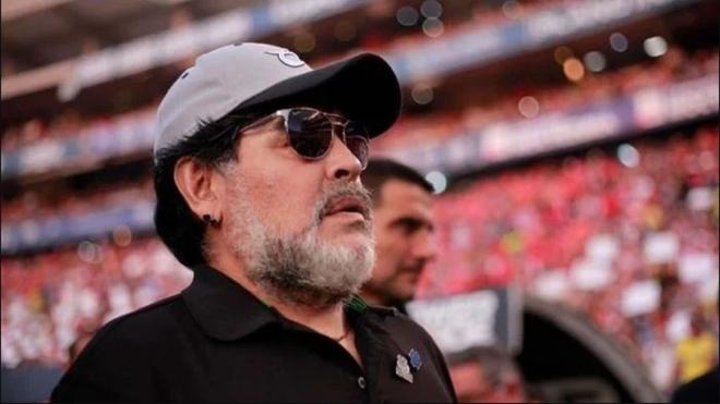 Diego Maradona podría ser el nuevo entrenador de Banfield.