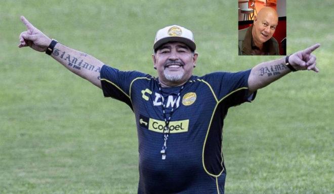 Maradona, cuando dirigía a Dorados, y Jorge Bilardo, en un recuadro.