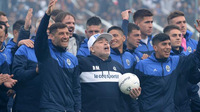 """Presentación de Maradona en Gimnasia: """"Yo no soy ningún mago, a mí..."""