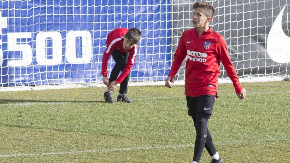 Giuliano Simeone deja River con polémica
