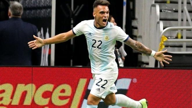 Lautaro Martínez, autor de un 'hat trick' ante México en sólo 45...