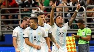 Lautaro Martínez se despachó con un triplete ante México.
