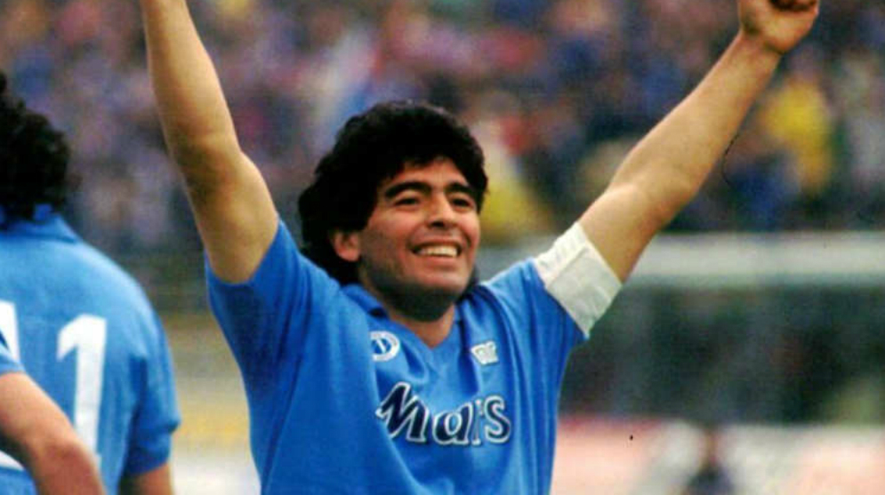 Diego celebra en el Napoli