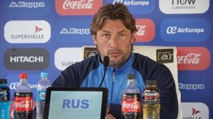 Heinze en la conferencia de prensa en la Villa Olímpica de Vélez