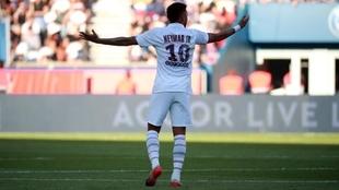 Neymar, cuestionado por la hinchada en Francia.