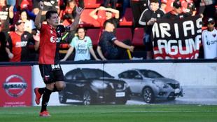 El Pulga Rodríguez festeja el primer gol de Colón