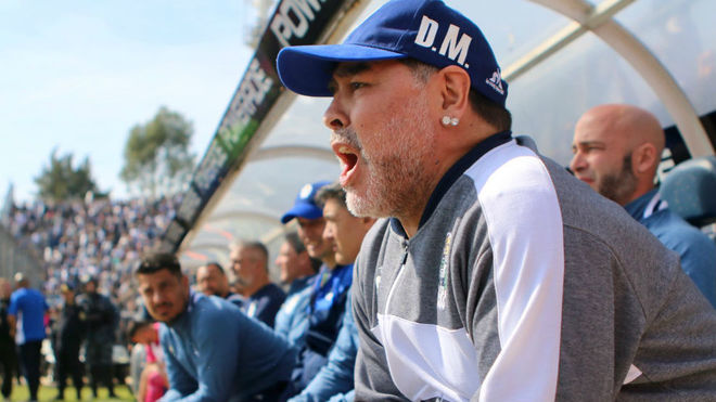 Gimnasia vs Racing, en vivo el debut de Diego Maradona en la Superliga...