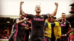 El Leeds de Bielsa vuelve a la cima al vencer a Barnsley