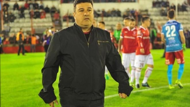 Néstor Apuzzo, exfutbolista e interino de Huracán.