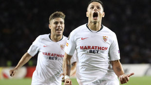 Así celebró Chicharito su primer gol con el Sevilla.