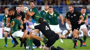 Los All Blacks vencieron a Sudáfrica en el debut mundialista.