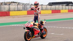 Márquez arrasa y puede atar el título en Tailandia