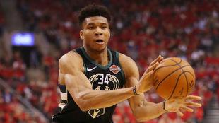 La NBA multa a los Bucks por 'tampering' con Antetokounmpo