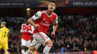 El 'niño' Martinelli dirige la fiesta del Arsenal