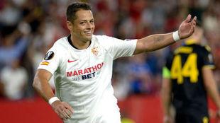 Sevilla gana de la mano de Chicharito