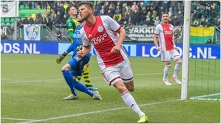 El Ajax de Tagliafico y Lisandro Martínez no cede y se aferra al...