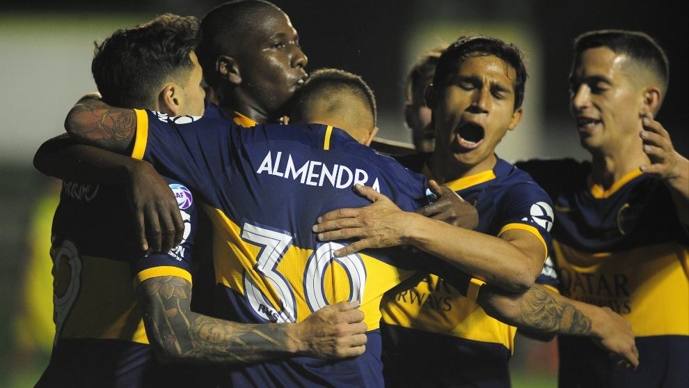 Boca festeja el gol de Almendra que le dio el triunfo en Varela