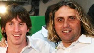 Lionel Messi junto a Guillermo Hoyos