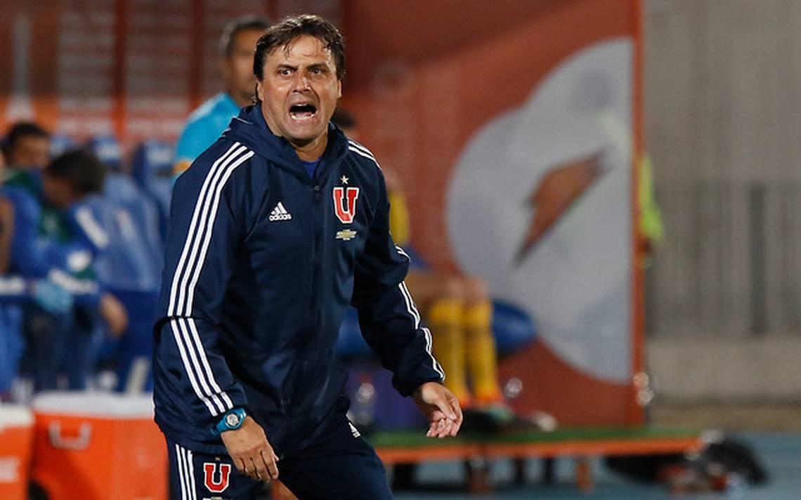 Hoyos dirigió la U de Chile, donde fue campeón en 2017
