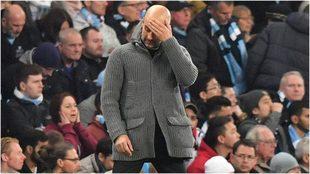 Pep Guardiola se agarra la cabeza la noche de la eliminación de la...