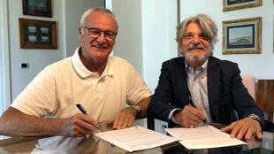 Claudio Ranieri firma su contrato con la Sampdoria.