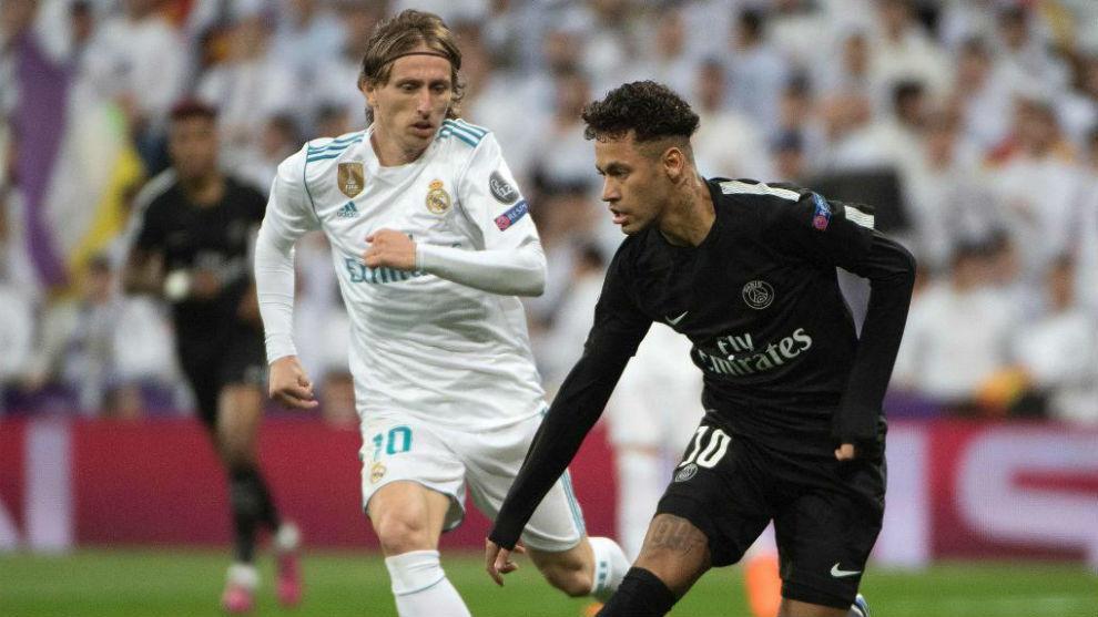 Neymar junto a Modric en un partido del PSG contra el Real Madrid.