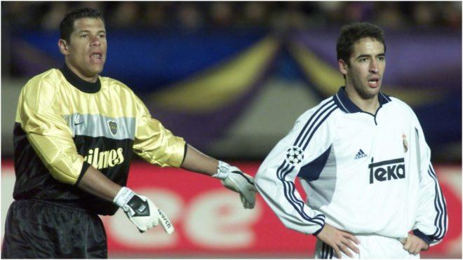Córdoba y Raúl, durante la final que Boca le ganó al Real Madrid en...