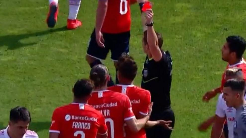 Andrés Roa fue expulsado sobre el final del primer tiempo