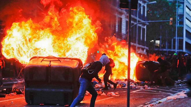 """Un Policía Nacional, sobre los disturbios de Barcelona: """"Esto es la..."""
